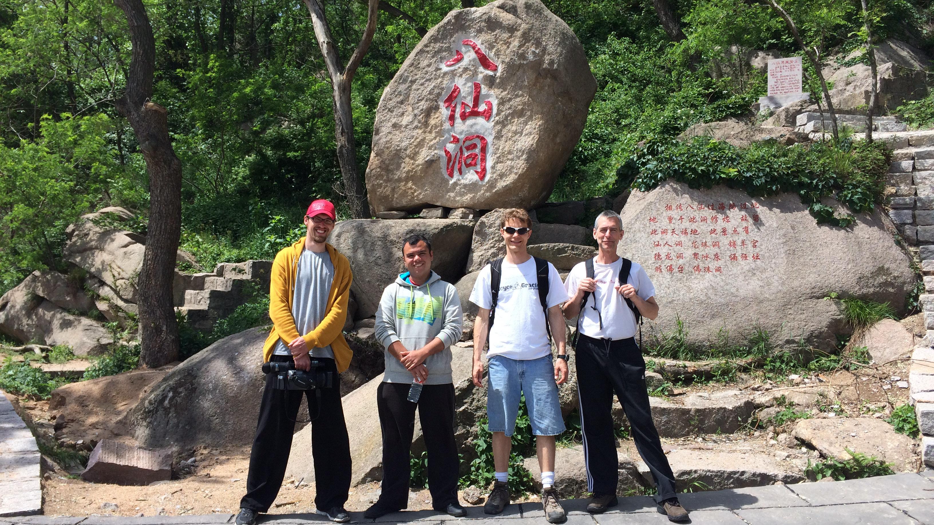 Vor den Höhlen der acht Unsterblichen auf DQS