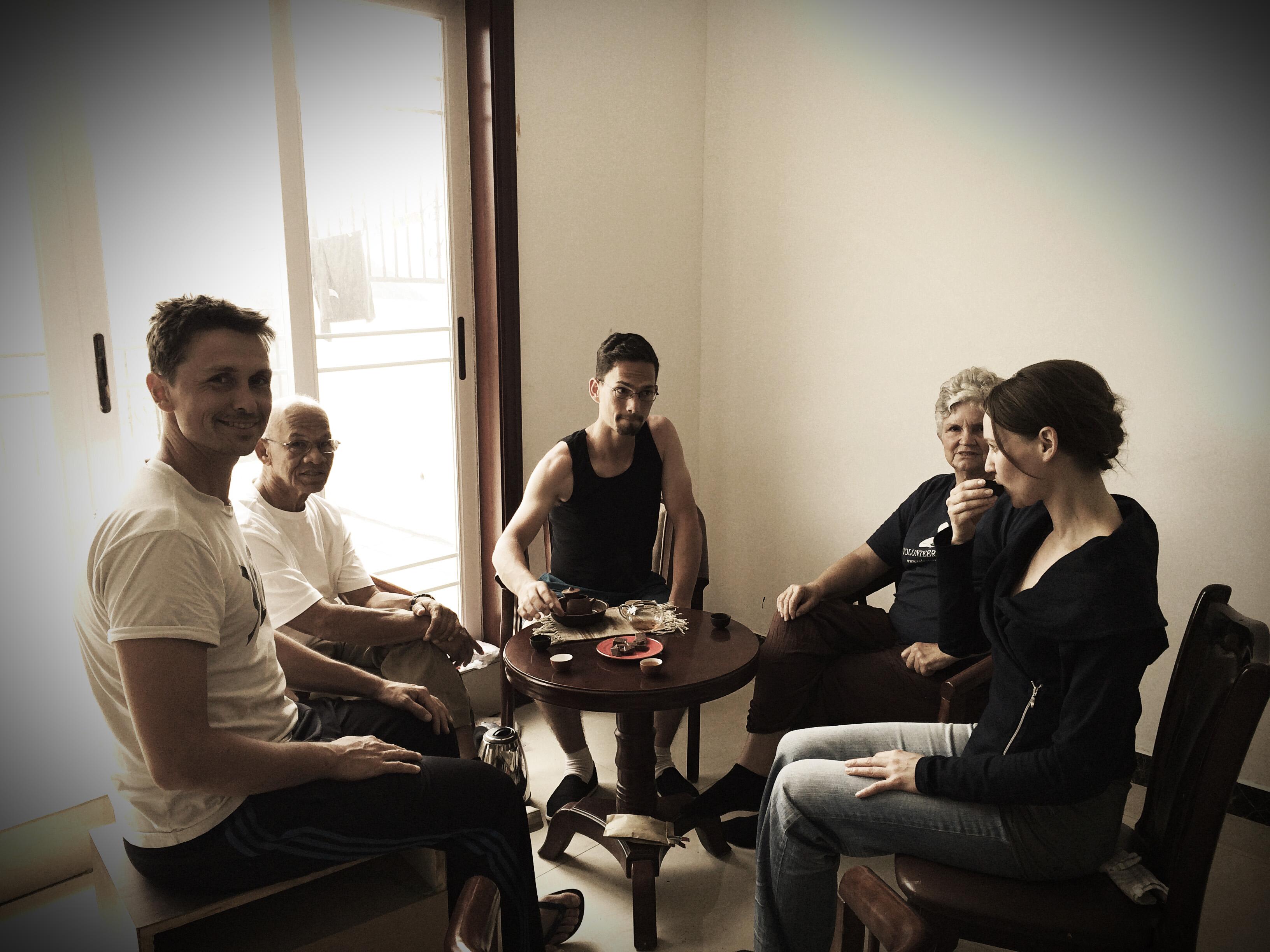 Tee trinken mit Nathan, Gil, Ben, Jody und Lilia